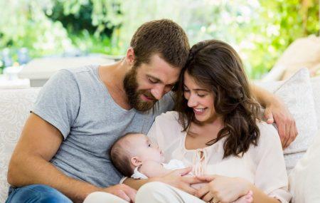 """Prvo dete…Mešavina emocija koju samo oni koji su to doživeli umeju da shvate. Dok iščekuju prvu bebu, prosto je prirodno da budući roditelji imaju mnogo pitanja i """"slatkih muka"""" sa kojima se susreću. Jedna od najznačajnijih stavki za roditelje, kao i najveća dilema, jesu stvari koje bi trebalo da obezbede pre nego što se pridruži […]"""